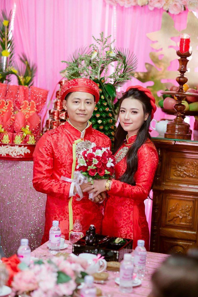 Mẩu áo dài cưới cặp cô dâu chú rể màu đỏ