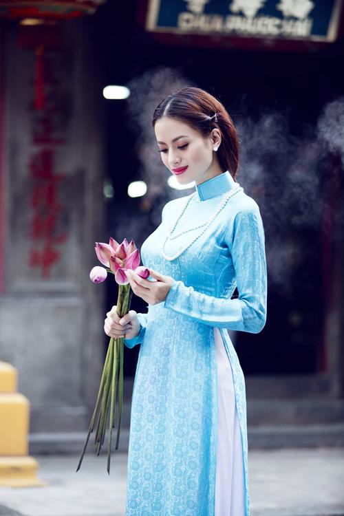 Mẫu áo dài phụ dâu gấm truyền thống đẹp