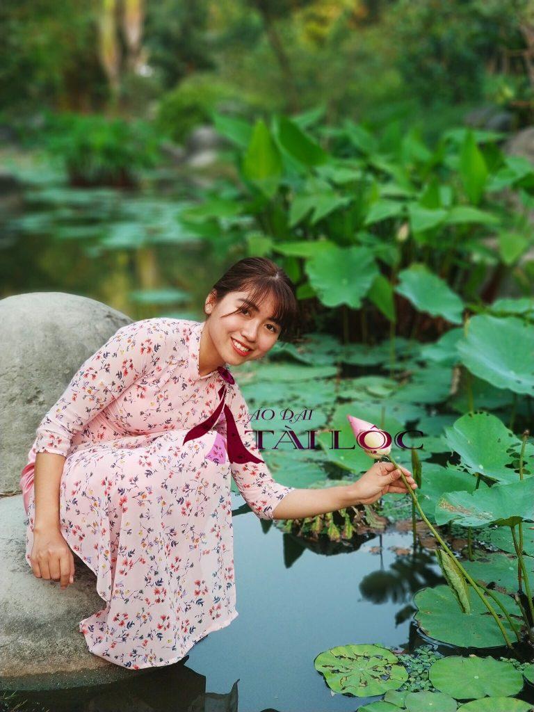 Áo dài Cô Ba Sài Gòn hoa nhí mang hơi hướng retro
