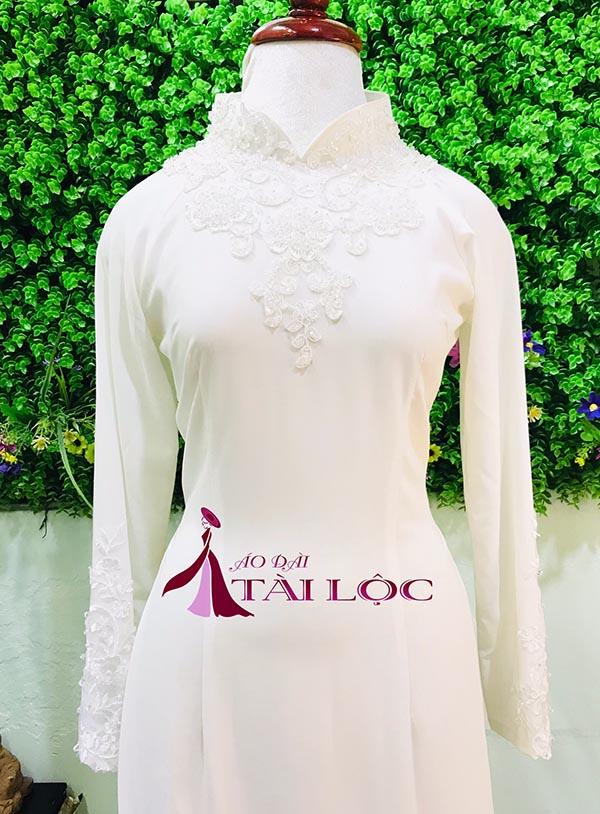 áo dài cô dâu màu trắng truyền thống