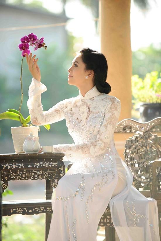 Mẫu áo dài trắng bạn nên chọn