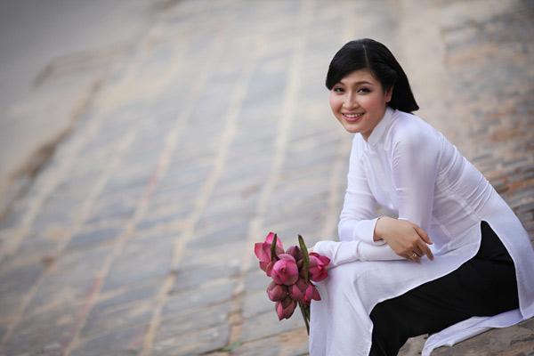 Mẫu áo dài cho cô dâu có vóc dáng trọn đều và chiều cao khiêm tốn