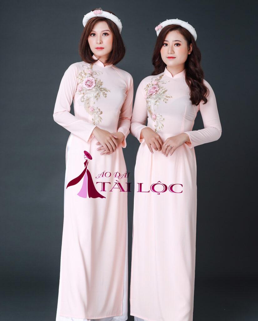 áo dài bưng quả nữ truyền thống