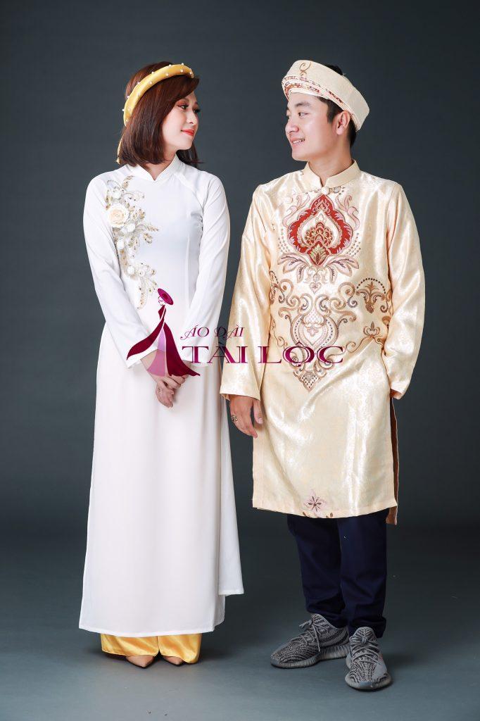 áo dài bưng quả trắng tà dài