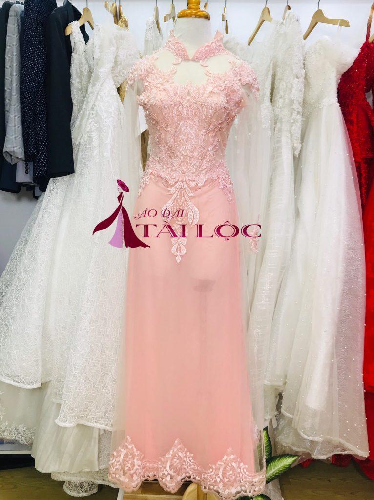 Mẫu áo dài cưới màu hồng vải ren 2 lớp.