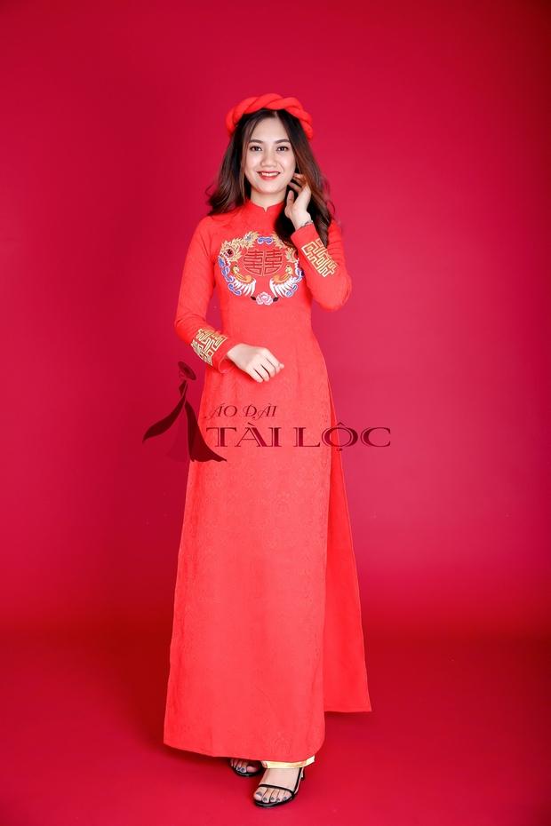 Màu đỏ sẽ giúp cô dâu nổi bật hơn