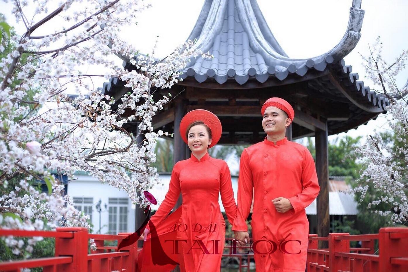 Tại sao nên chọn dịch vụ áo dài cưới đỏ tại Áo Dài Tài Lộc?
