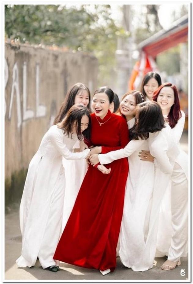 Áo cưới đỏ thiết kế truyền thống