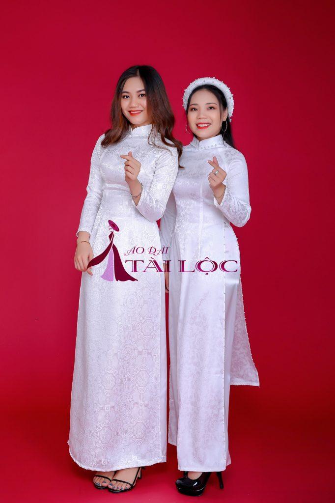 Áo Dài Bưng Quả Màu Trắng Vải Gấm Hoa
