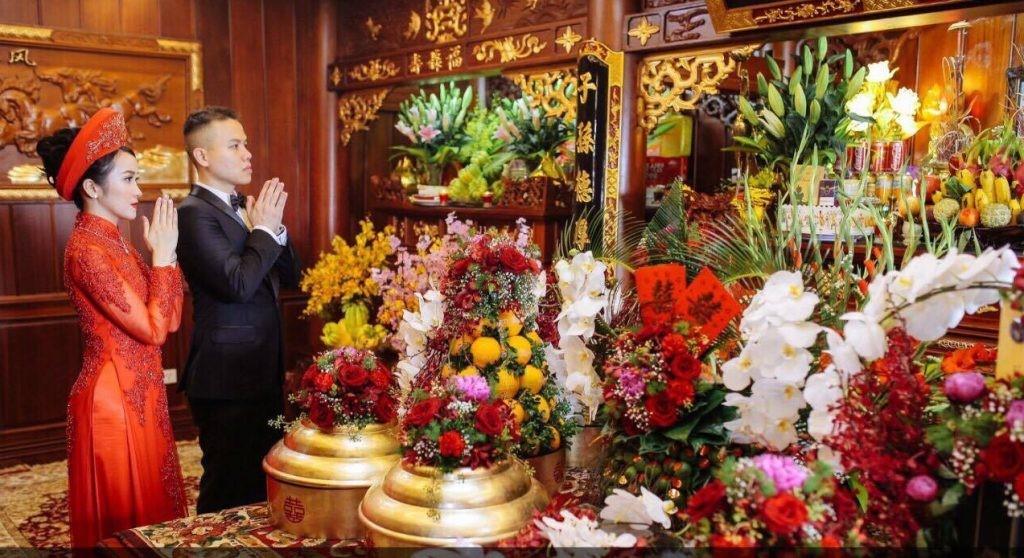 Lễ bái gia tiên trong phong tục cưới hỏi của người Việt. Ảnh: Internet