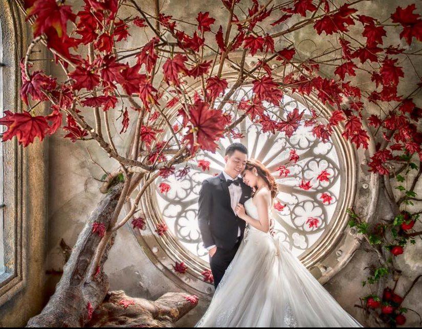 Không gian chụp ảnh cưới trong nhà được bố trí tỉ mỉ và khéo léo. Ảnh: Danny