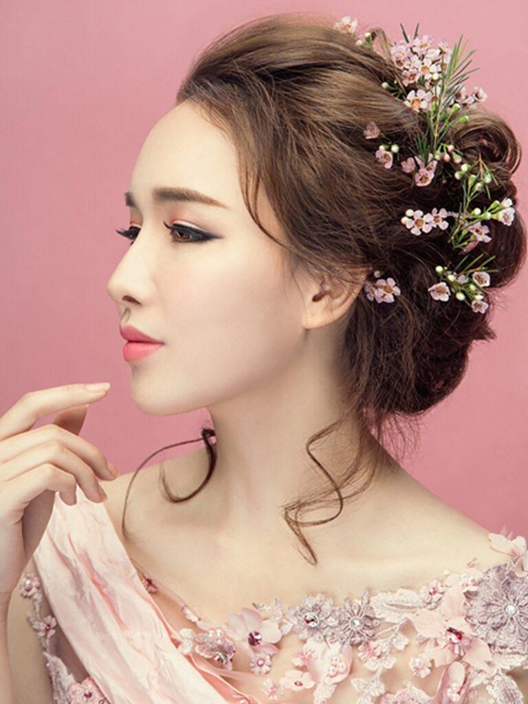 Những kiểu tóc giúp cô dâu đẹp lộng lẫy trong ngày cưới.