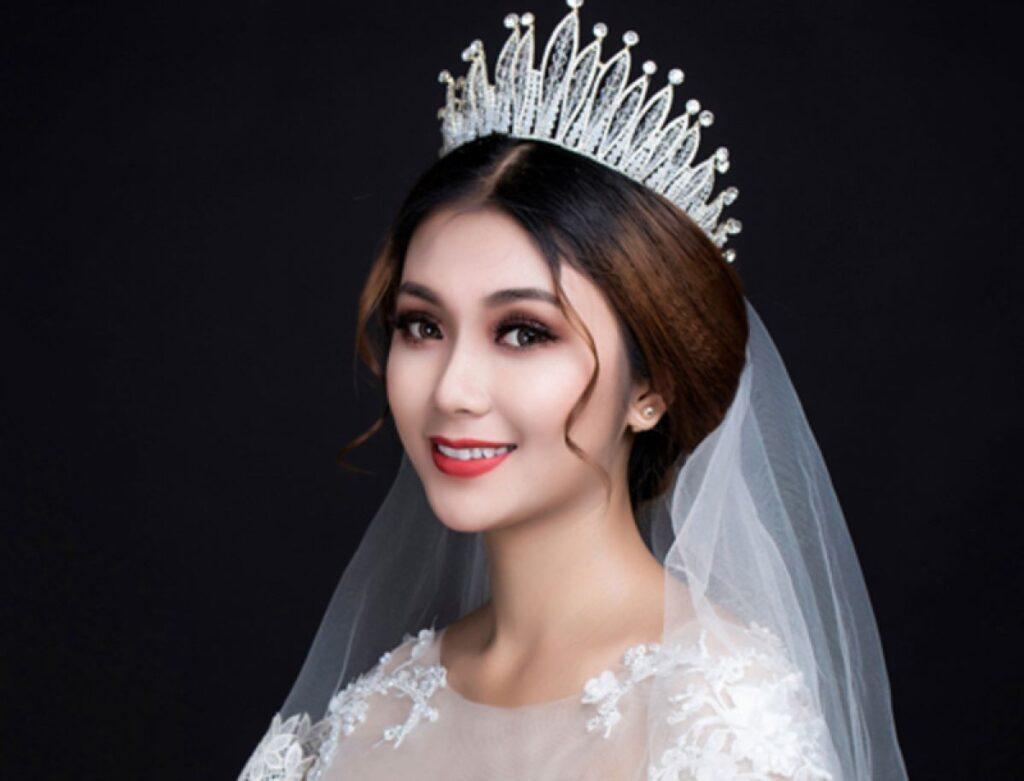 Kiểu tóc cô dâu đôi vương miện sang trọng