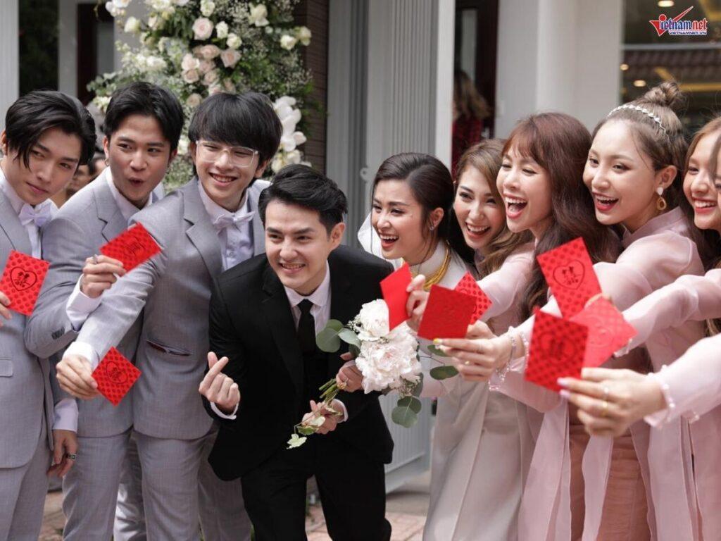 Có vợ có đi bưng quả đám cưới, đám hỏi được không?