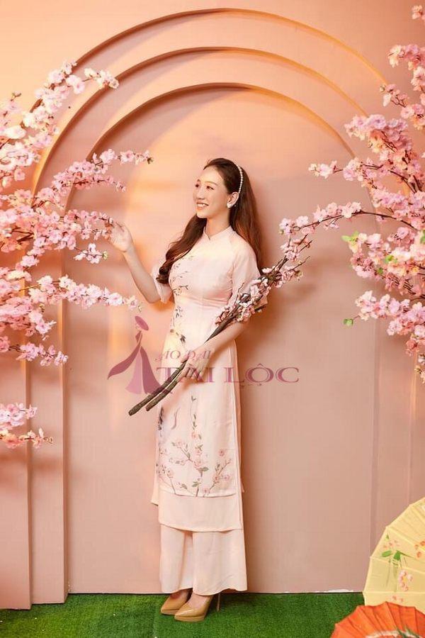 Áo dài bưng quả màu hồng cây đào