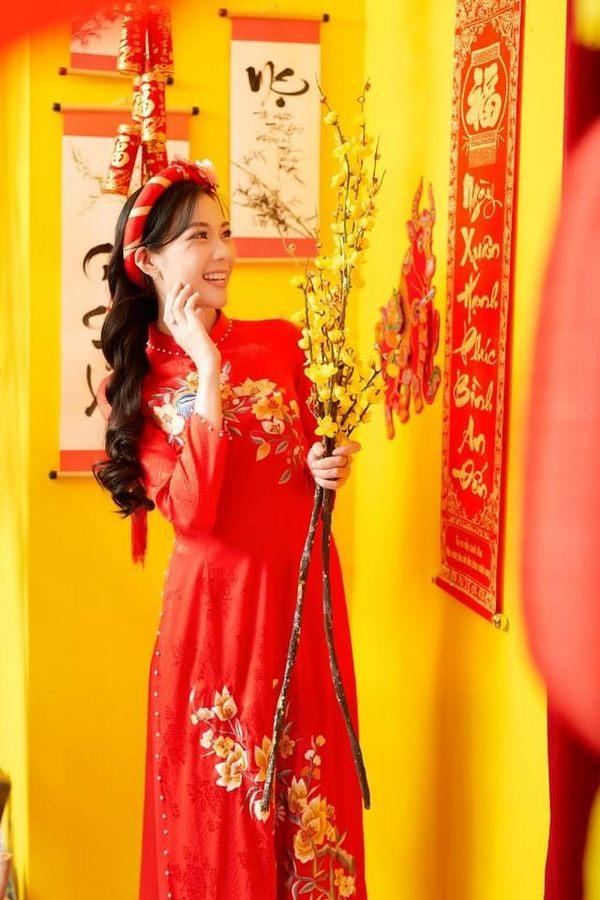 áo dài xuân màu đỏ