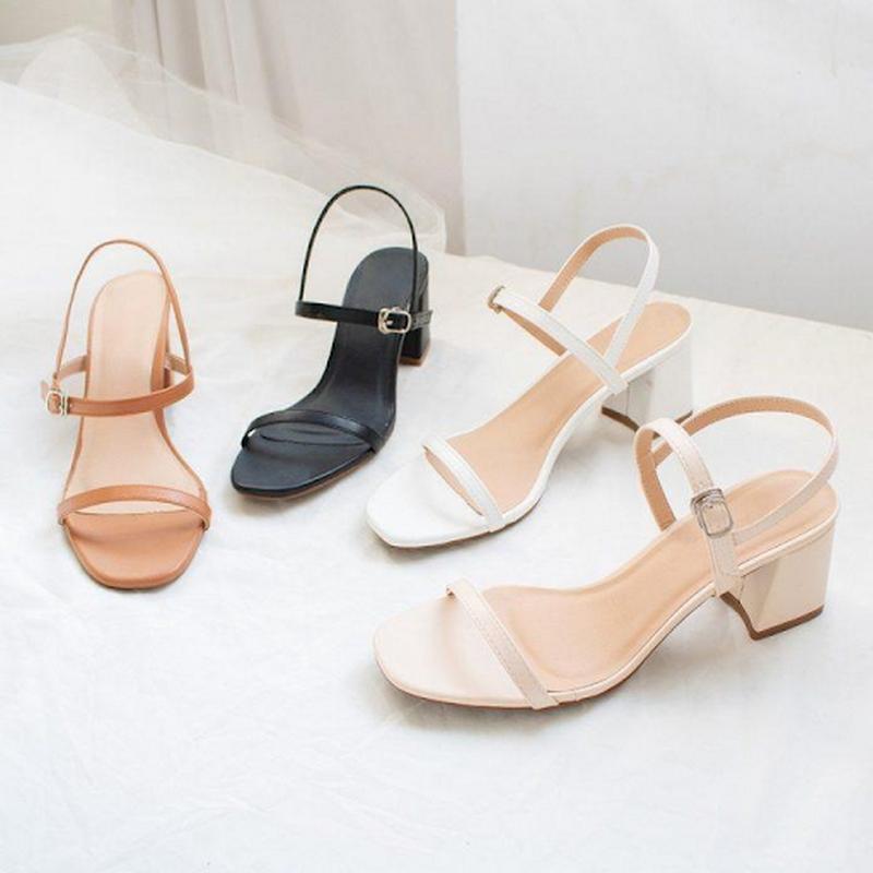 Nếu khó khăn trong việc di chuyển hãy lựa chọn sandal có độ cao vừa phải