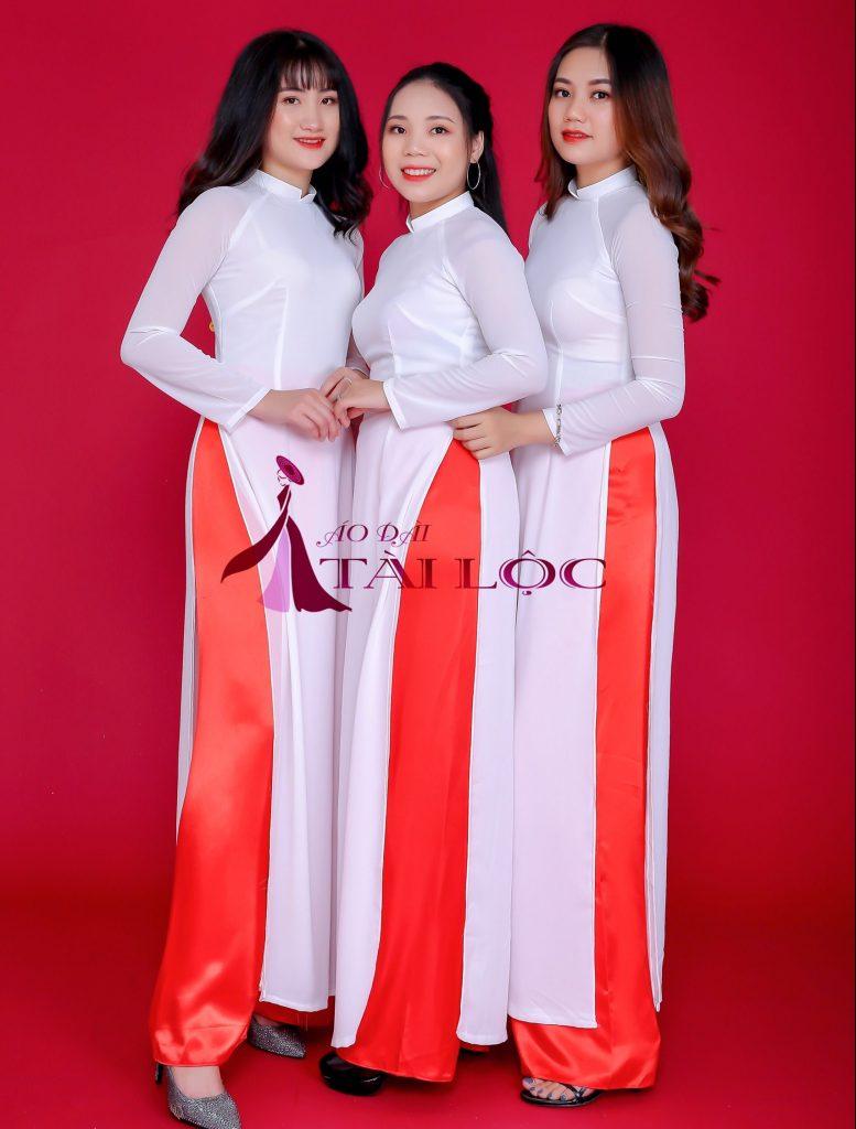 Áo dài trắng học sinh kết hợp với quần đỏ nổi bật. Ảnh: ÁO DÀI TÀI LỘC