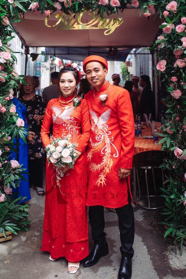 Áo dài cặp cưới màu đỏ gấm 4 tà phụng