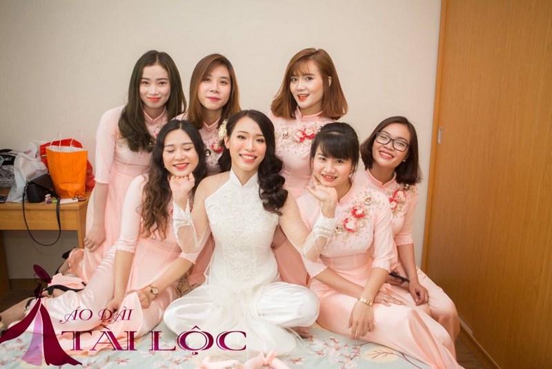 Tại sao nên chọn dịch vụ thuê áo dài phụ dâu của chúng tôi